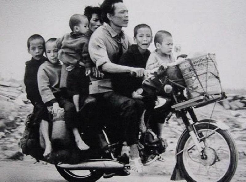 Ở thời bao cấp, gia đình có xe máy đã là hàng khá giả.