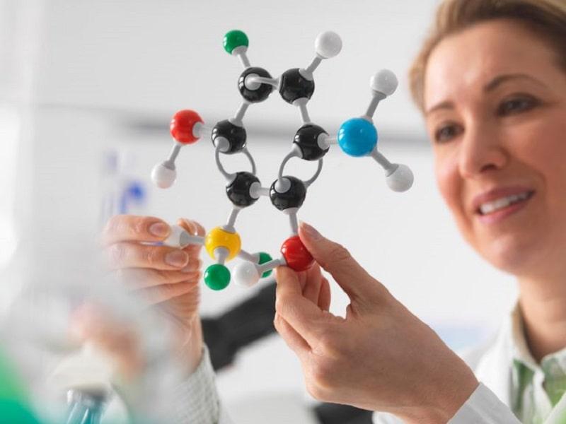 Bạn hãy chú ý tới buổi học thí nghiệm hóa để có kiến thức chắc hơn.