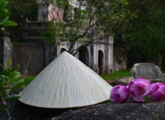 Thuyết minh về hình tượng chiếc nón lá truyền thống Việt Nam